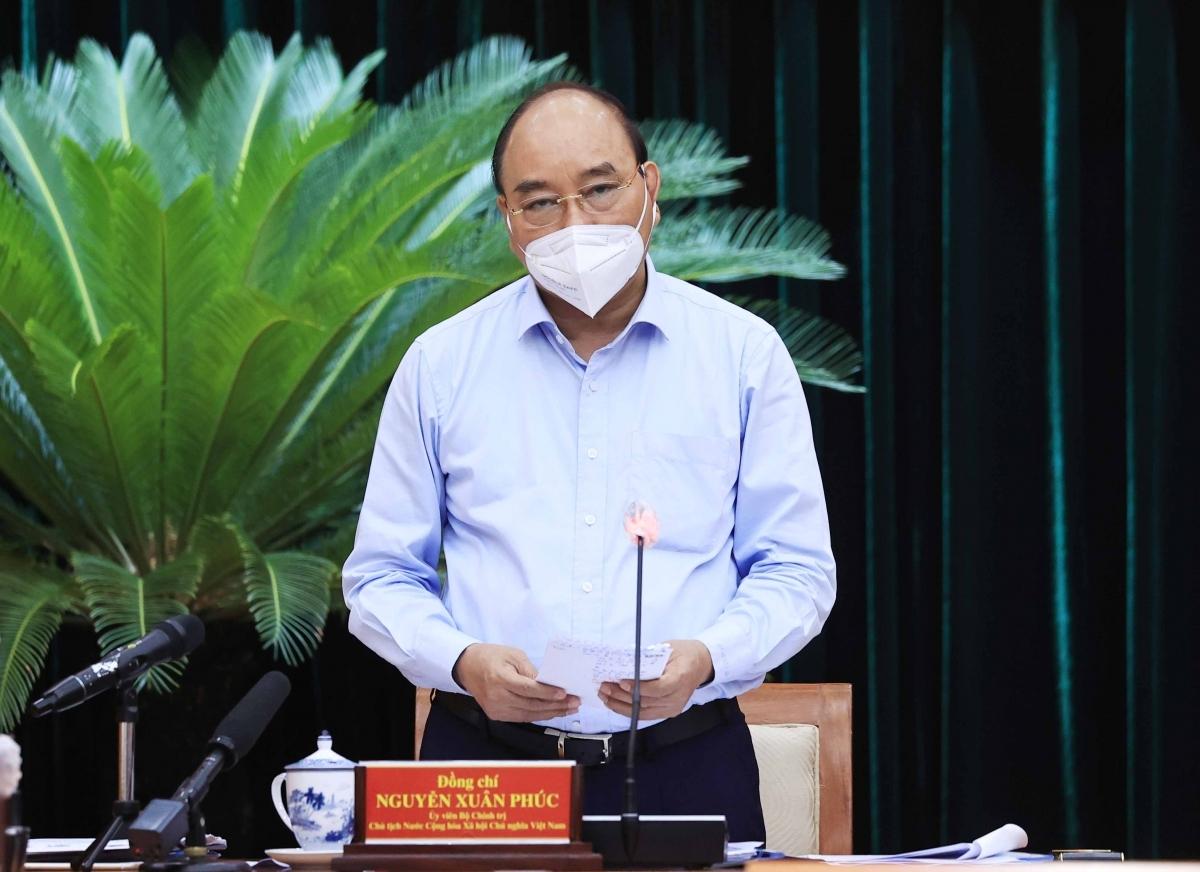 Chủ tịch nước Nguyễn Xuân Phúc: Thực hiện giãn cách xã hội phải gắn chặt với chăm lo đời sống người dân - Ảnh: VGP