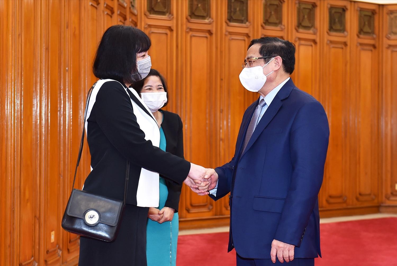 Thủ tướng Chính phủ Phạm Minh Chính và Đại sứ Romania Cristina Romila - Ảnh: VGP/Nhật Bắc
