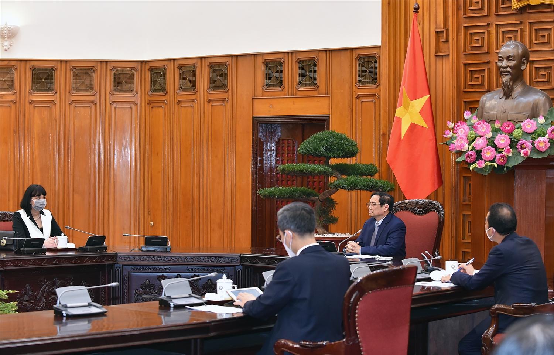 Thủ tướng Phạm Minh Chính trân trọng cảm ơn Chính phủ Romania đã tặng 100.800 liều vaccine Astra Zeneca cho Việt Nam, đây là nghĩa cử cao đẹp, thể hiện mối quan hệ hữu nghị truyền thống giữa hai nước và tình cảm chân thành, sự gắn bó sâu sắc giữa hai dân tộc. - Ảnh: VGP/Nhật Bắc