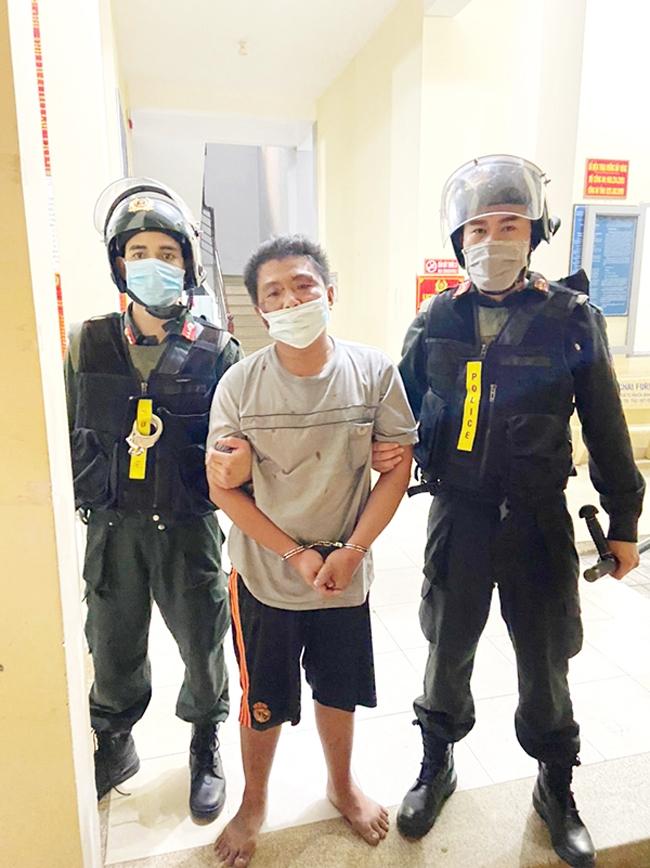 """Đối tượng Lê Bảo Xuyên (phường Long Bình, TP. Biên Hòa) bị bắt giữ sau khi """"ngáo đá"""" khống chế vợ"""
