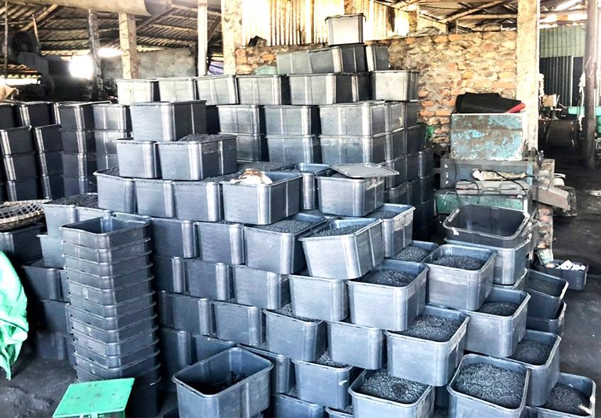 Từ nguồn vay của Quỹ Hội nông dân huyện, mô hình sản xuất than củi của gia đình ông Nguyễn Quyết Bìa, khu Quyết Tiến, xã Cự Đồng đã phát huy hiệu quả, góp phần xóa đói giảm nghèo