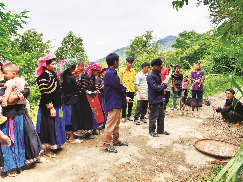 Quang cảnh buổi lễ cúng rừng của người Pu Péo ở Hà Giang. (Ảnh: TL)