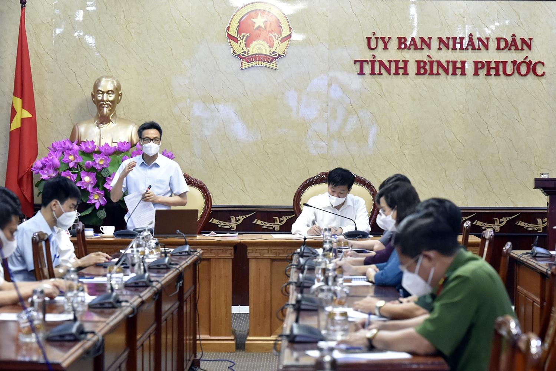 Phó Thủ tướng Vũ Đức Đam làm việc với lãnh đạo tỉnh Bình Phước về công tác phòng chống dịch COVID-19. Ảnh: VGP/Đình Nam
