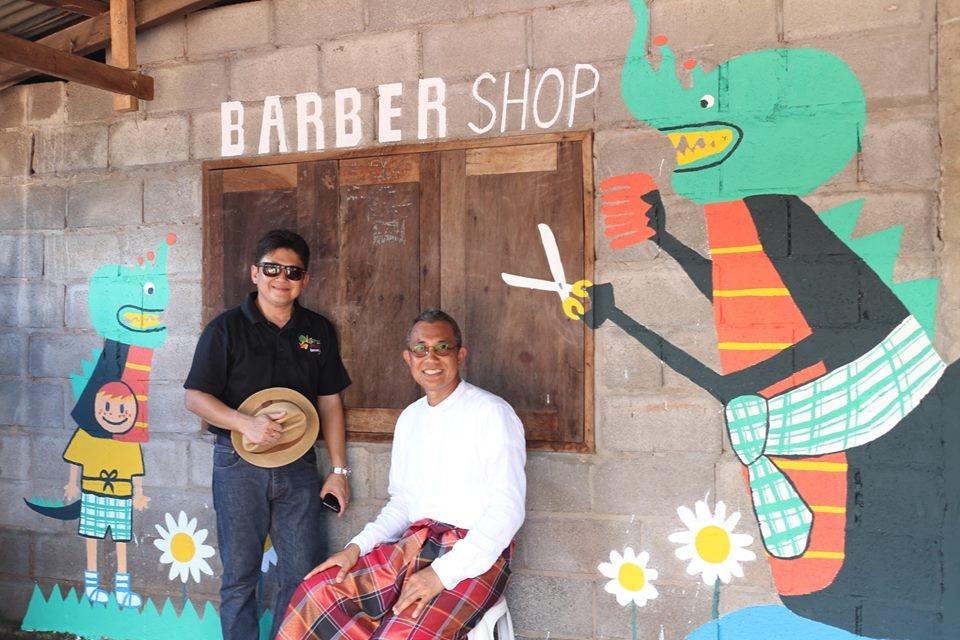 Một tiệm làm tóc trong khu vực bảo tàng cộng đồng cũng được trang trí theo nghệ thuật đường phố