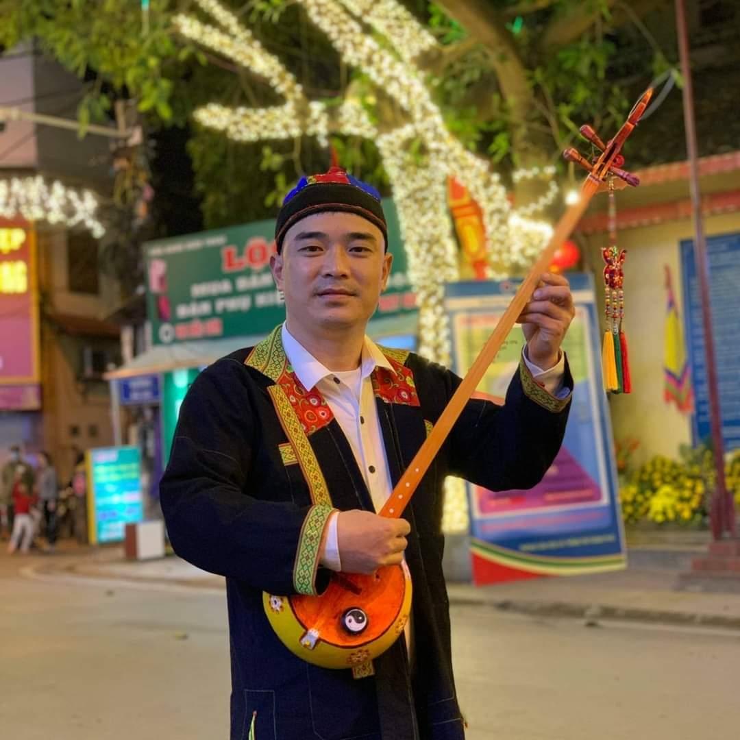 Nghệ sĩ trẻ dân tộc Nùng Trương Xuân Tự