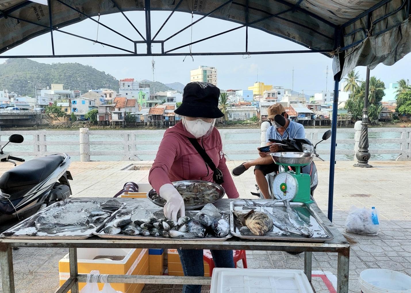 """Khánh Hòa thí điểm mô hình """"đưa chợ ra phố"""" 4"""