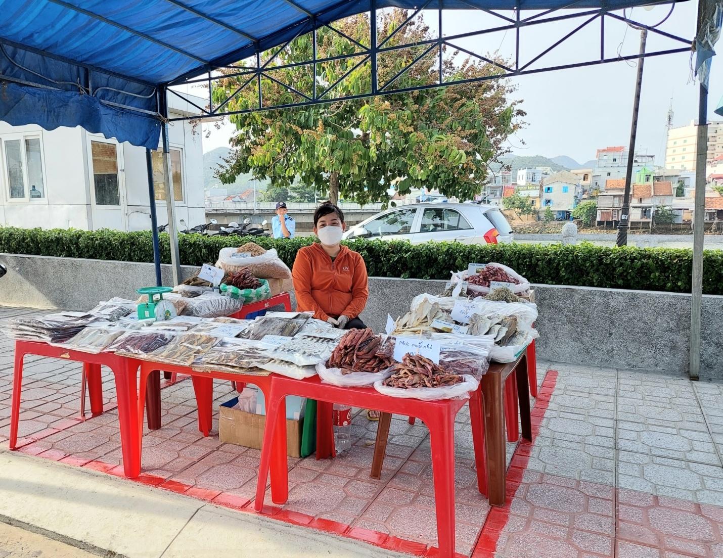 """Khánh Hòa thí điểm mô hình """"đưa chợ ra phố"""" 1"""