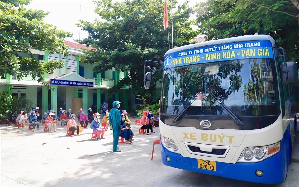 """Mô hình """"biến xe buýt thành chợ di động"""" tại TP. Nha Trang"""