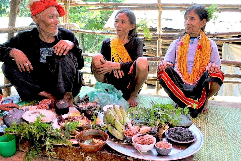 Mâm cúng trong Lễ Ká-pêê-nau của người Ca Dong ở huyện Bắc Trà My (Quảng Nam)