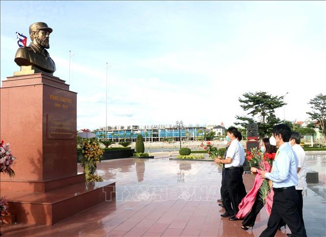 Lãnh đạo tỉnh Quảng Trị dâng hoa tưởng niệm Lãnh tụ Cuba Fidel Castro.