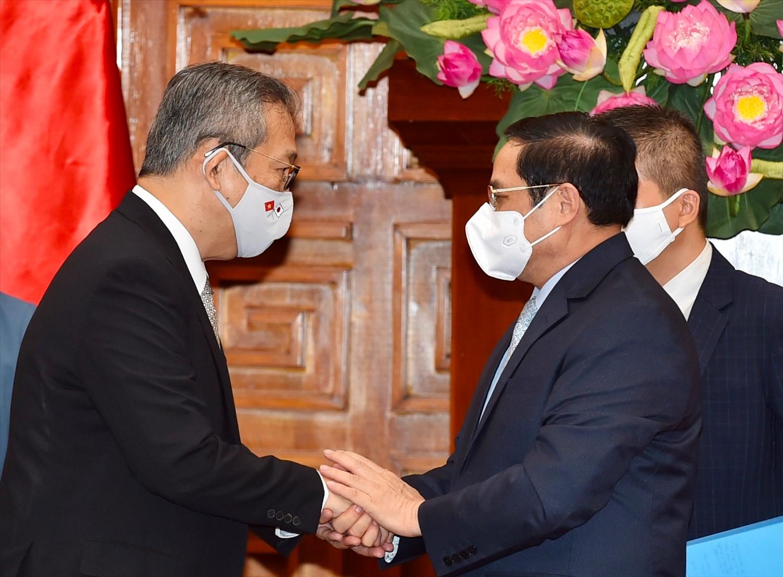 Thủ tướng Chính phủ Phạm Minh Chính và Đại sứ Nhật Bản tại Việt Nam Yamada Takio. - Ảnh: VGP/Nhật Bắc