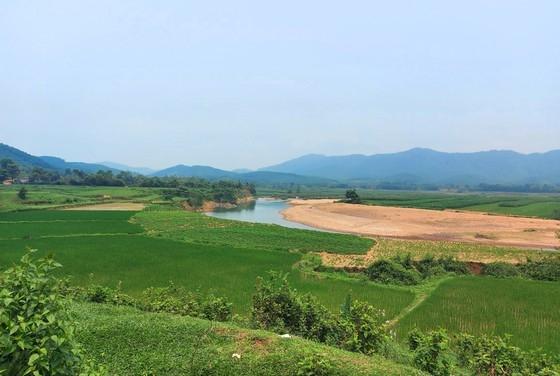 Đất sản xuất nông nghiệp của bà con dân tộc Chứt ở bản Rào Tre, bên thượng nguồn dòng sông Ngàn Sâu