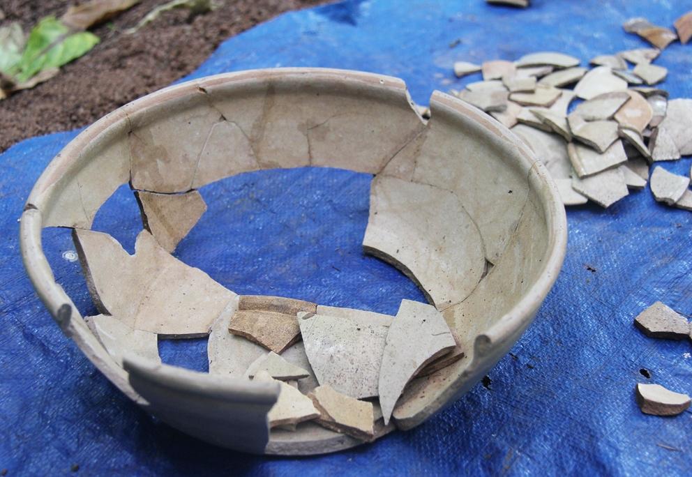Bát gốm men trắng được tìm thấy qua đợt khai quật khảo cổ