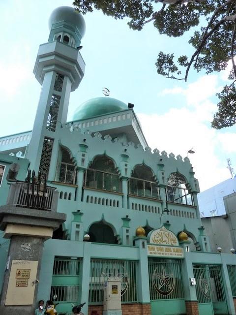 Chính điện Thánh đường Jamiul Islamiyah (Nancy) 459 Trần Hưng Đạo, Quận 1 (TP. Hồ Chí Minh)