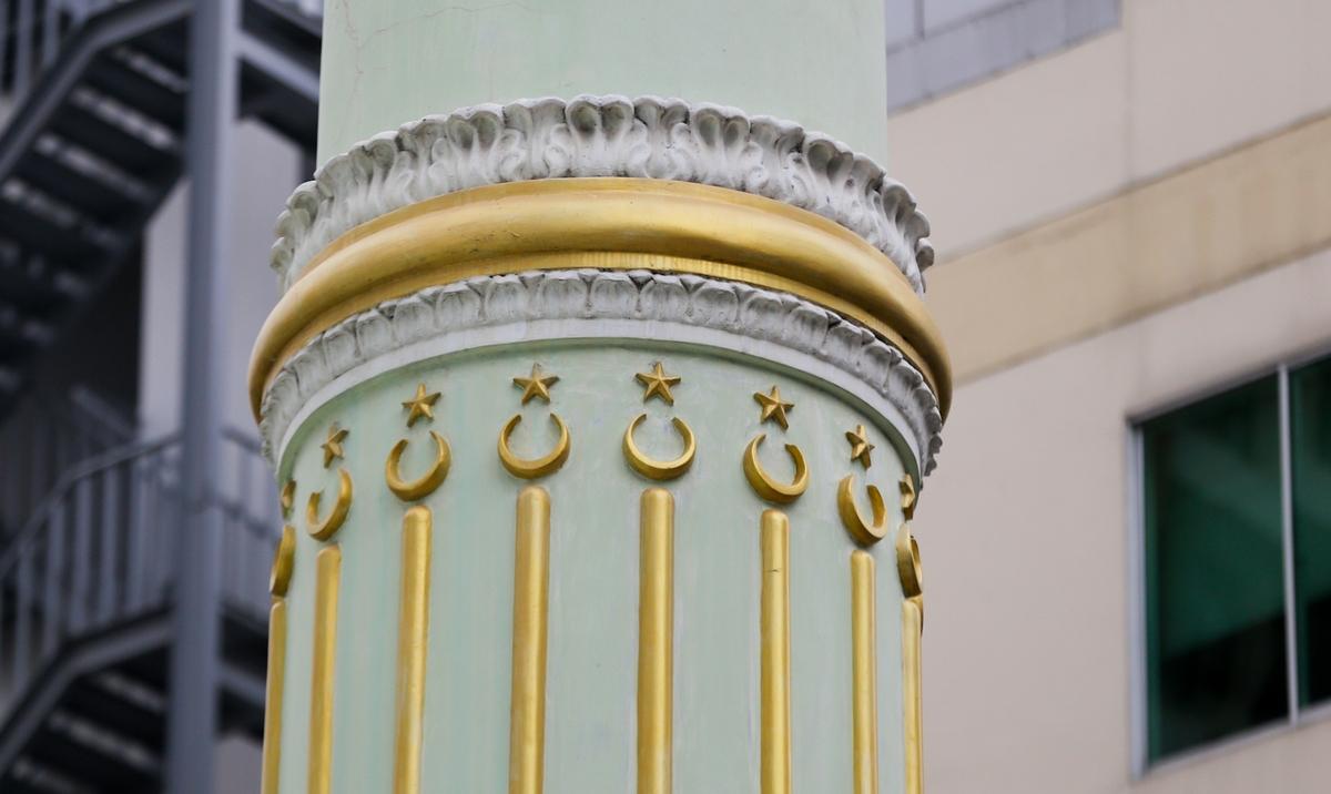 Biểu tượng trăng lưỡi liềm trong kiến trúc và trang trí thánh đường Hồi giáo