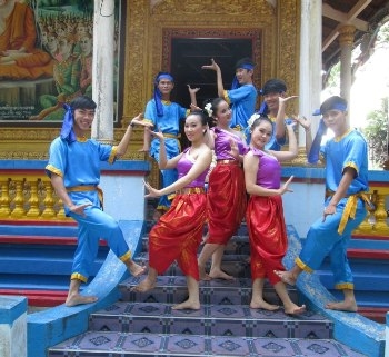 Di sản múa rom vong của người Khmer 2