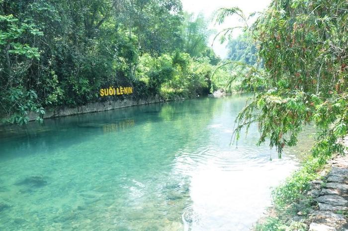 Suối Lê Nin được người dân bản địa gọi là suối Giàng hay Dòng Trừng