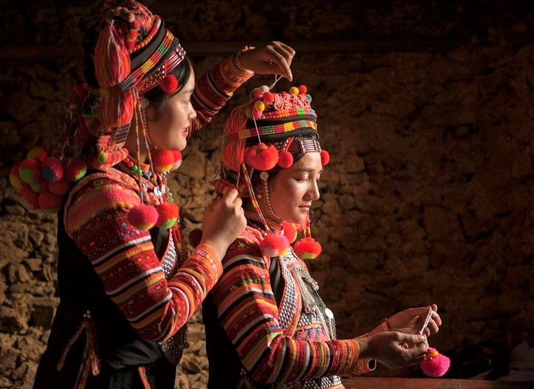 Thiếu nữ Hà Nhì Hoa thường mặc trang phục truyền thống trong những ngày lễ của mình. (Ảnh.Hanoitv)