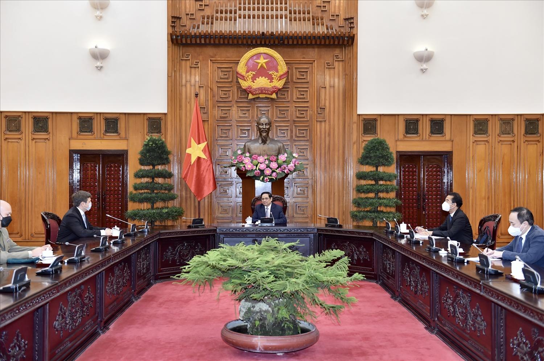 Thủ tướng cho biết, Ba Lan là nước đầu tiên nhượng lại cho Việt Nam số lượng vaccine lớn như vậy. (Ảnh VGP/Nhật Bắc)