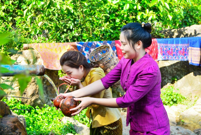 Thiếu nữ Lào ở Mường Luân