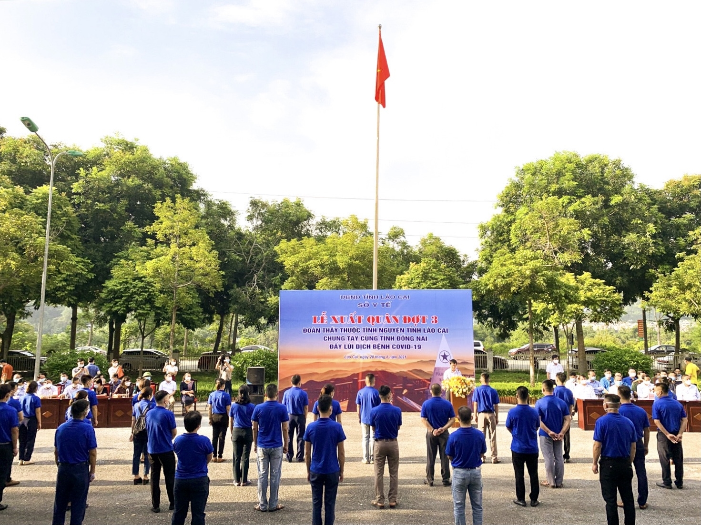 Lễ xuất quân tiễn đoàn y, bác sỹ tỉnh Lào Cai vào Đồng Nai tham gia chống dịch