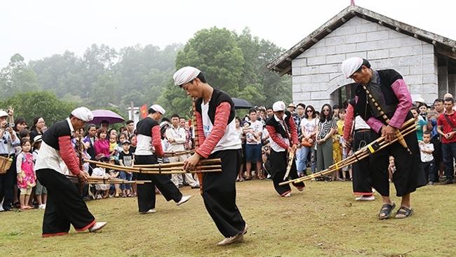 Cần phát huy bản sắc văn hóa, giữ gìn truyền thống của mỗi dân tộc để tạo thành sản phẩm du lịch độc đáo. (Ảnh tư liệu)