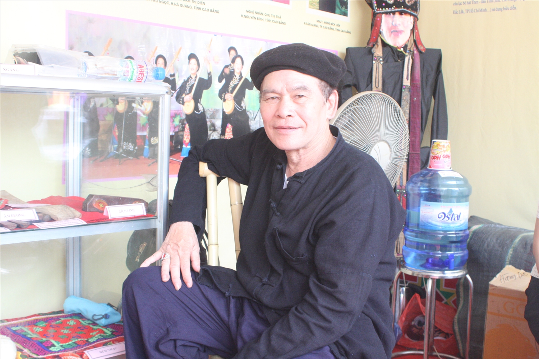 Then Bế Sơn Trung, xóm Bản Co, xã Triệu Ẩu, huyện Phục Hòa (Cao Bằng) là một trong những thầy then biết chữ Nôm Tày