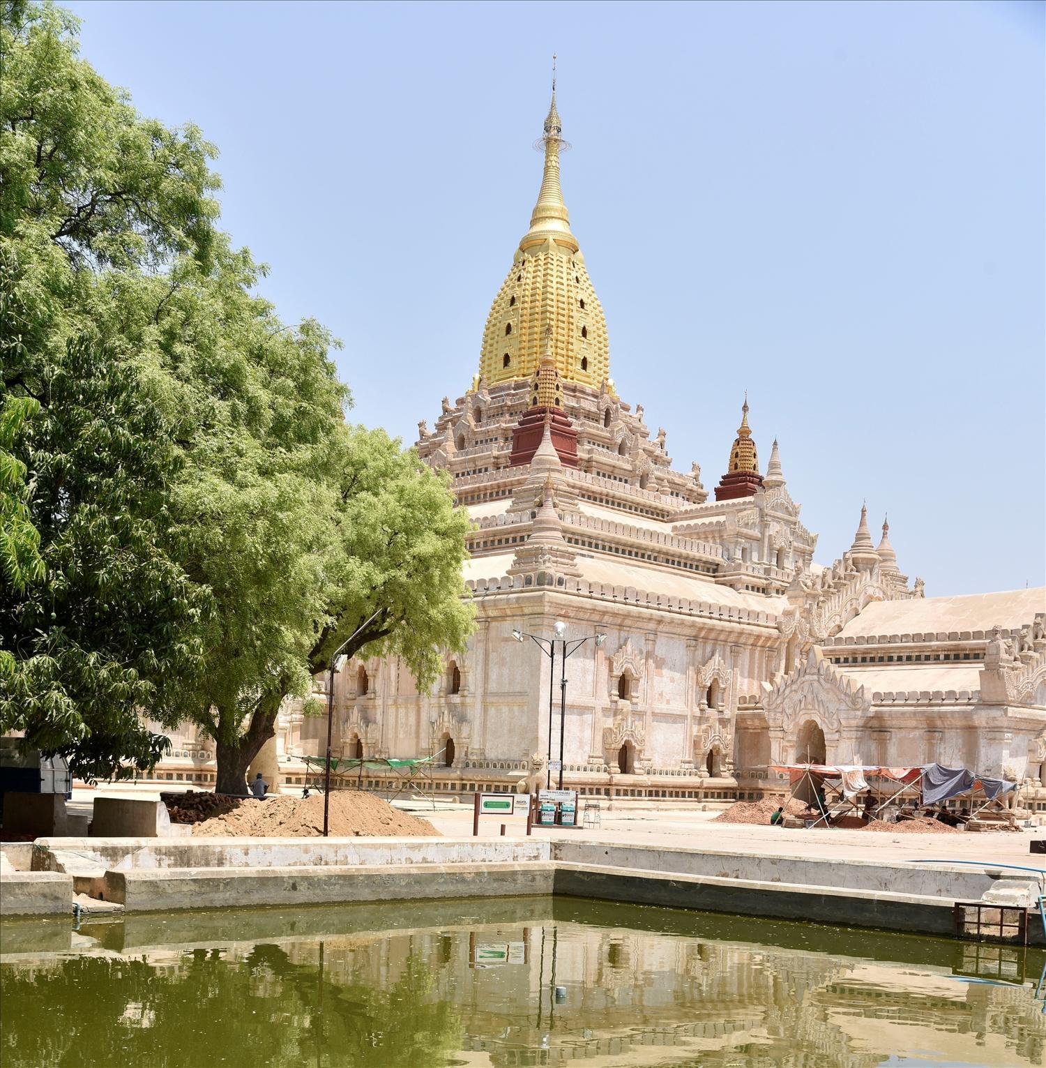 Đền Ananda ở thánh địa Bagan