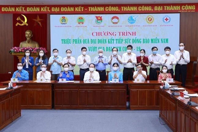 Dưới sự chứng kiến của Thường trực Ban Bí thư Võ Văn Thưởng và Chủ tịch Ủy ban Trung ương MTTQ Việt Nam Đỗ Văn Chiến, Phó Chủ tịch - Tổng Thư ký Lê Tiến Châu và lãnh đạo các tổ chức chính trị - xã hội, Hội Chữ thập đỏ Việt Nam đã ký kết Kế hoạch phối hợp thực hiện Chương trình