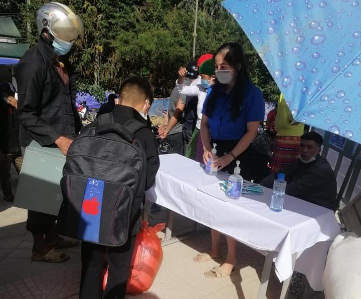 Trường PTDTNT THCS và THPT Đồng Văn đón học sinh tựu trường