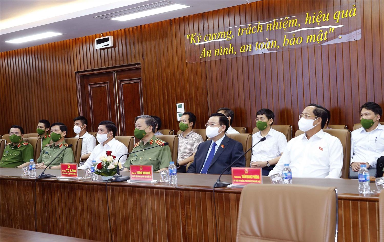 Chủ tịch Quốc hội Vương Đình Huệ; Đại tướng Tô Lâm, Bộ trưởng Bộ Công an; Phó Chủ tịch Quốc hội Trần Quang Phương và các đại biểu tại buổi làm việc - Ảnh: VGP/Thành Chung
