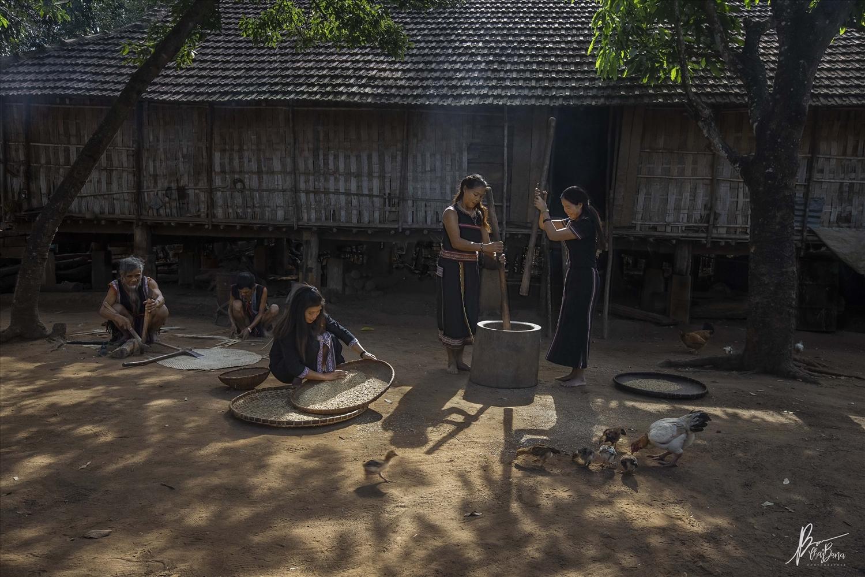 Đời sống sinh hoạt của đồng bào các DTTS ở Tây Nguyên làm nên chất liệu văn hóa phong phú trong những trang văn của Niê Thanh Mai