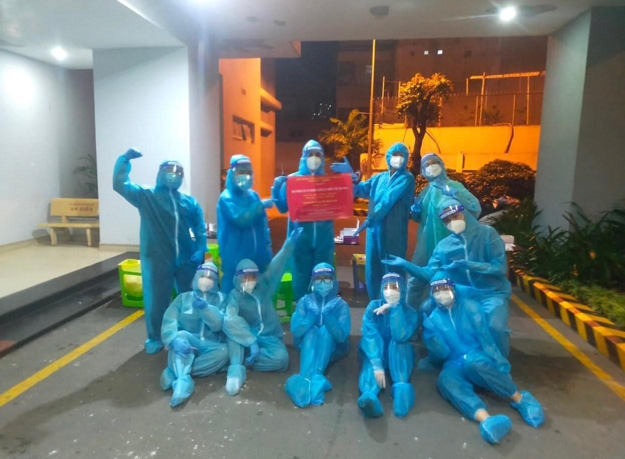 H'Ăng Niê cùng các tình nguyện viên tham gia công tác phòng chống dịch bệnh tại TP. Hồ Chí Minh