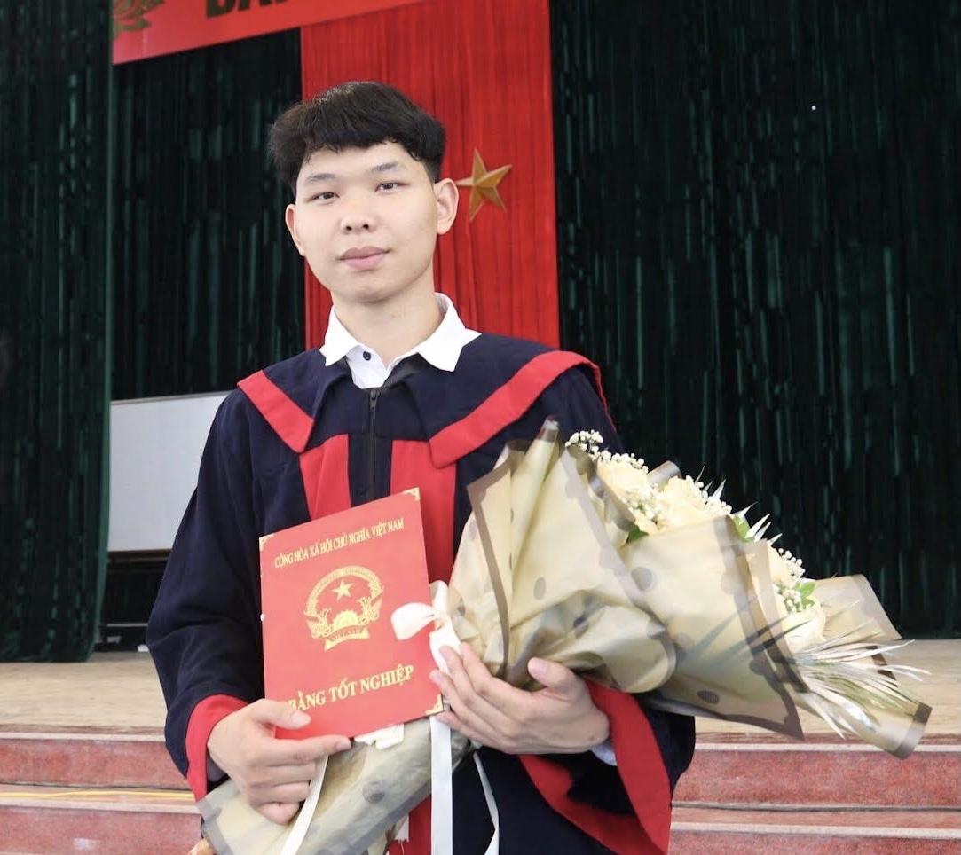 Lý Láo San trong ngày tốt nghiệp THPT