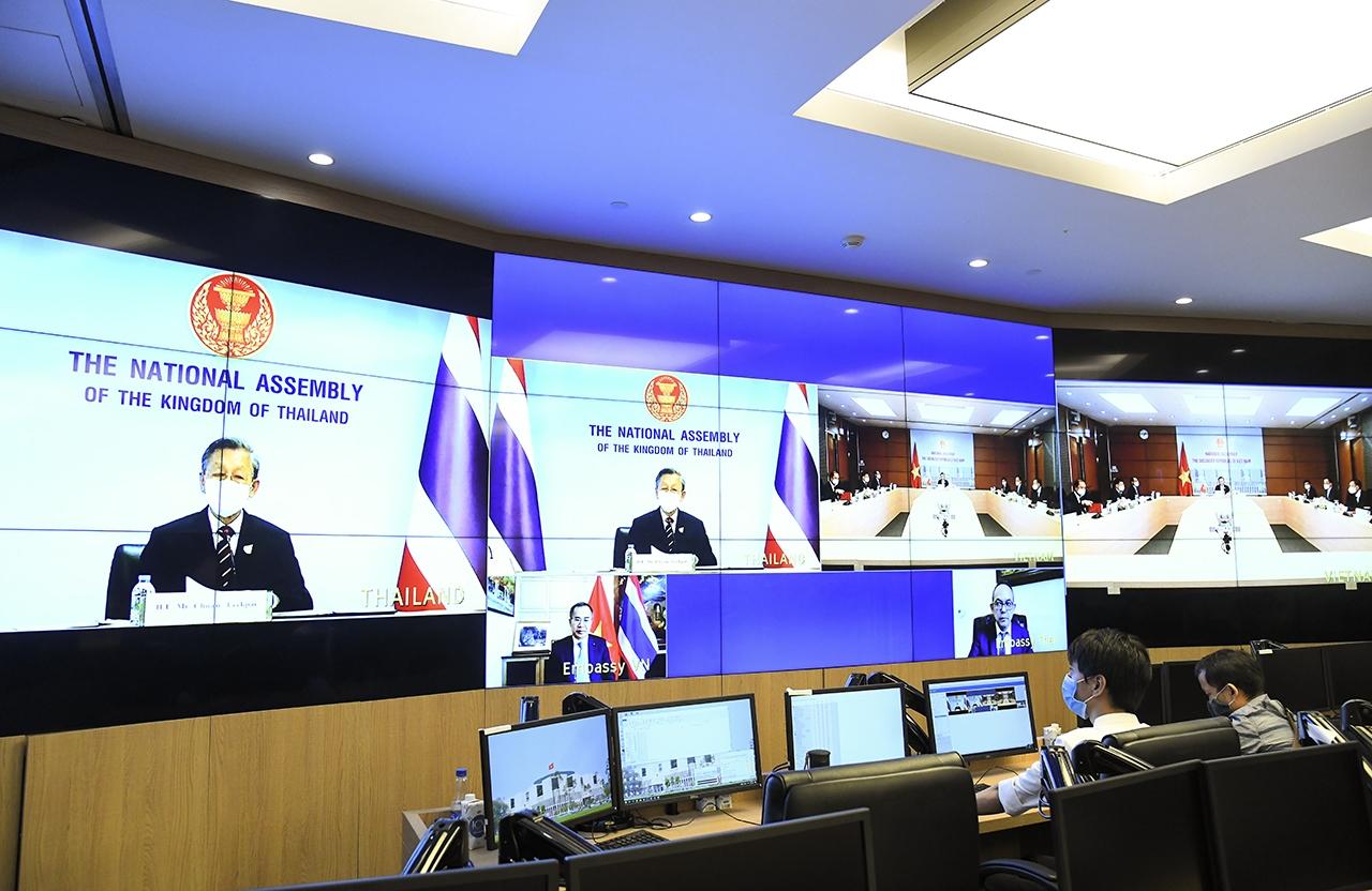 Chủ tịch Quốc hội Thái Lan Chuan Leekpai phát biểu tại hội đàm