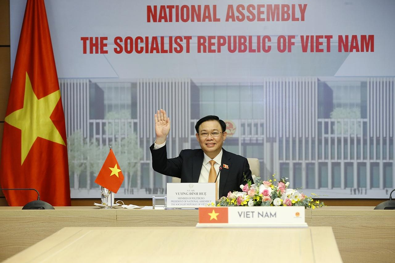 Chủ tịch Quốc hội Vương Đình Huệ bày tỏ chào đón cuộc hội đàm trực tuyến với Chủ tịch Quốc hội Thái Lan Chuan Leekpai