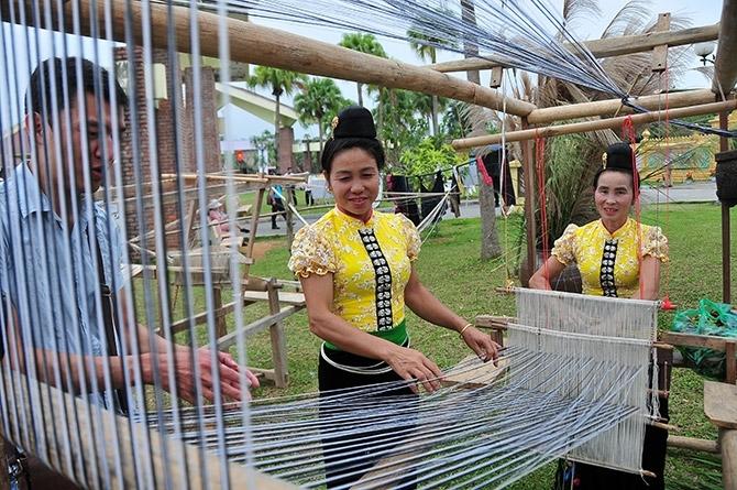 Đồng bào Thái phát triển nhiều nghề thủ công trước hết để phục vụ nhu cầu tiêu dùng của gia đình sau đó dùng để trao đổi hàng hóa với các dân tộc anh em khác