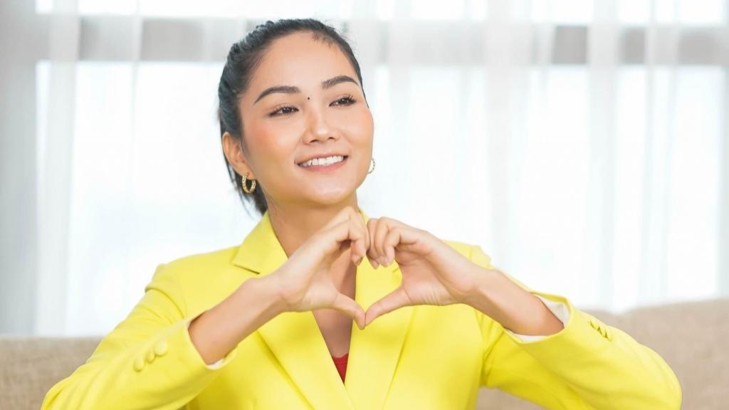 Hoa hậu H'Hen Niê trong buổi lễ phát động phong trào, kêu gọi mọi người chung tay san sẻ
