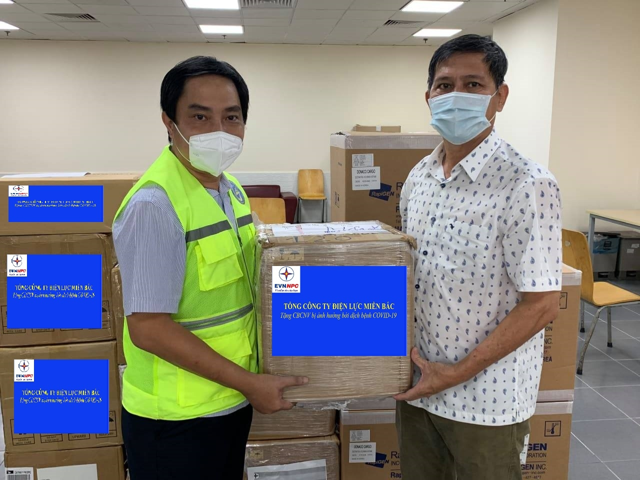 Trao tặng thiết bị y tế tại EVNHCMC