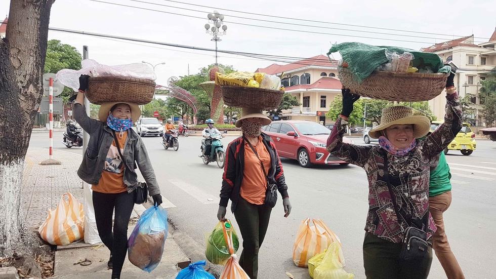 Cơm thúng Lạc Sơn là nét văn hóa riêng biệt của Quảng Bình, không một nơi nào có