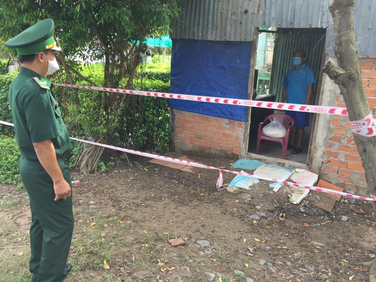 Đồn Biên phòng Vĩnh Châu tặng quà cho các hộ gia đình Khmer có hoản cảnh khó khăn ảnh hưởng dịch Covid-19 trên địa bàn Phường Vĩnh Phước, TX. Vĩnh Châu