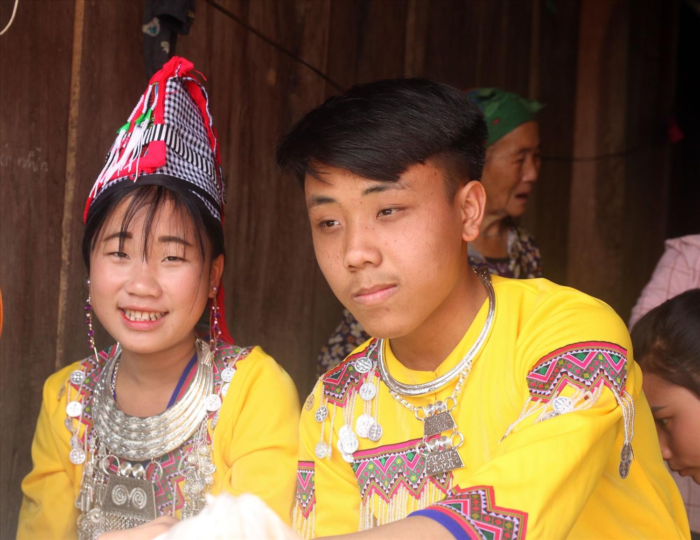 Đám cưới của một cặp đôi người Mông ở xã Nậm Càn, huyện Kỳ Sơn khi chưa đủ tuổi kết hôn
