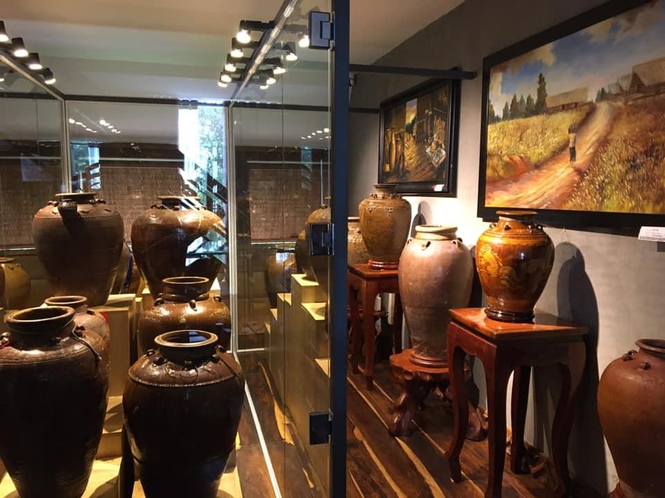 Những chiếc ché cổ tại Bảo tàng