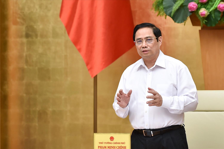 Thủ tướng Phạm Minh Chính yêu cầu trước mắt cần ưu tiên cao nhất cho việc sớm kiểm soát dịch bệnh, từng bước khôi phục hoạt động sản xuất, kinh doanh ở những nơi bảo đảm an toàn dịch bệnh - Ảnh: VGP/Nhật Bắc