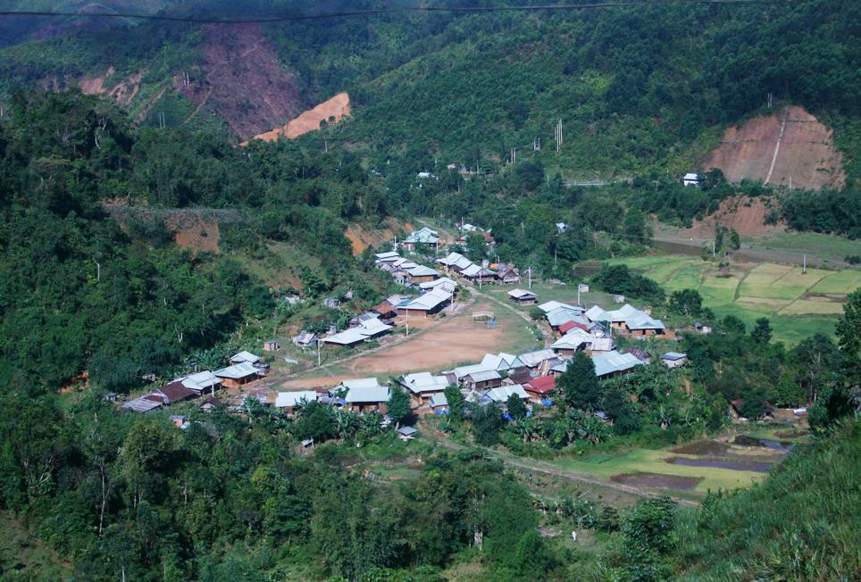 Những bản làng được quy hoạch lại trong chương trình định canh định cư lâu dài của huyện Tây Giang