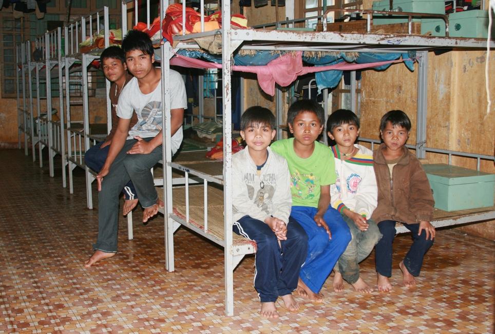 Học sinh người Cơ Tu trọ học tại Trường THCS nội trú xã A Xan