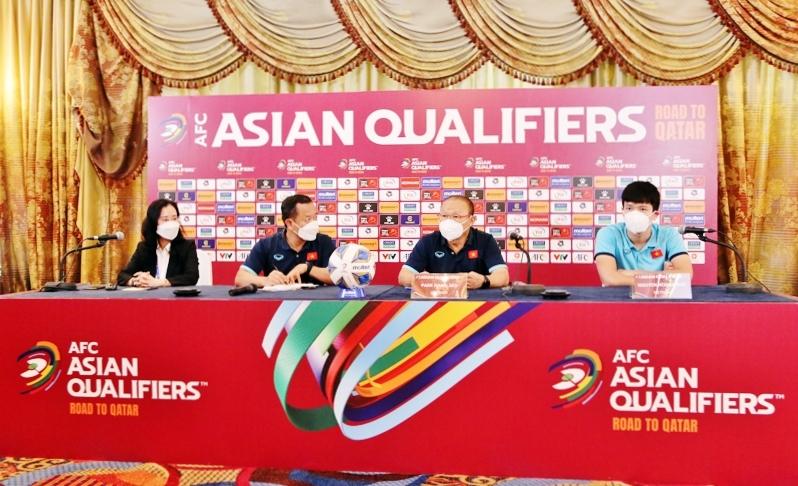 Cuộc họp báo trước trận đấu Việt Nam - Australia diễn ra chiều 6/9. Ảnh: VFF
