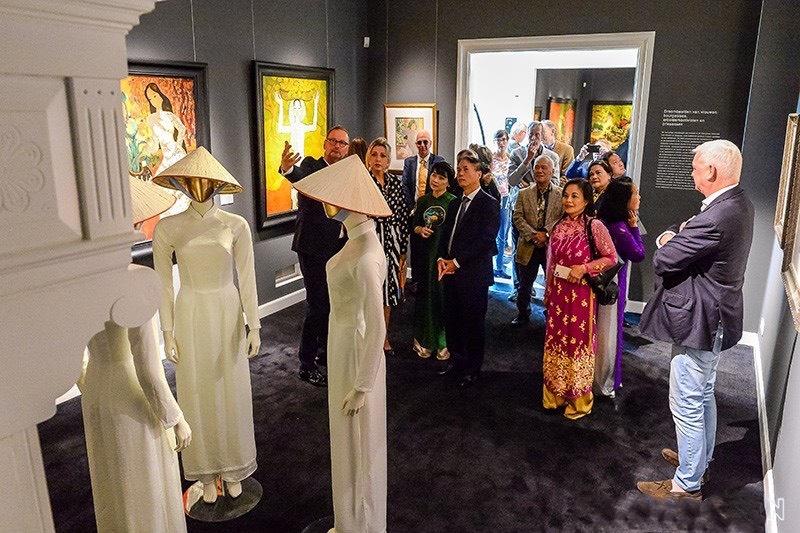 Công chúng Hà Lan đến tham quan Triển lãm