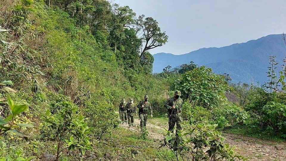 Chiến sỹ Bộ đội Biên phòng tỉnh Quảng Trị tuần tra, kiểm soát phòng, chống dịch trên tuyến biên giới