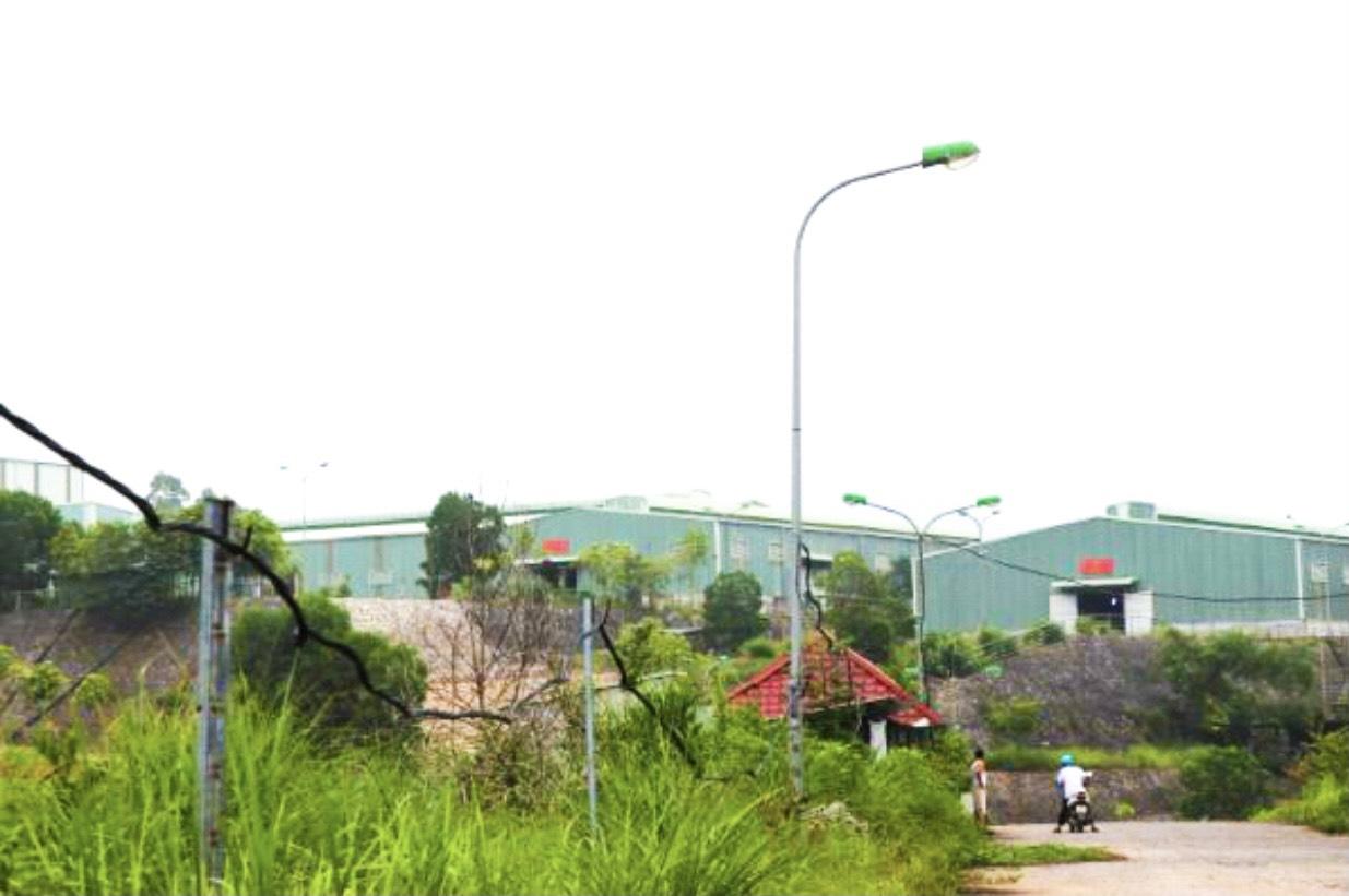 Nhà máy chế biến Graphit, nơi được cho là nguyên nhân gây ô nhiễm không khí và nguồn nước